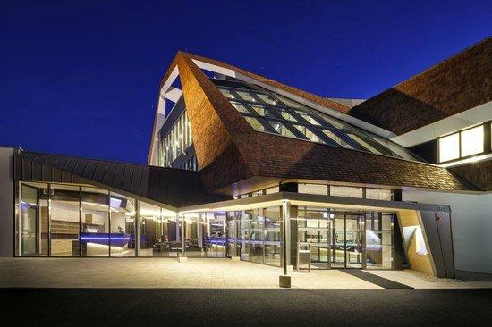 Narzissen Vital Resort: Narzissenbad bei Nacht
