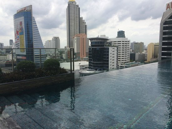 Eastin Grand Hotel Sathorn: pool views