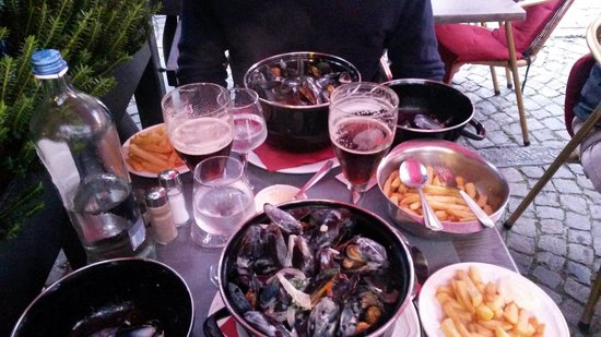 De Mosselkelder: Mussels, Chips and Beer!