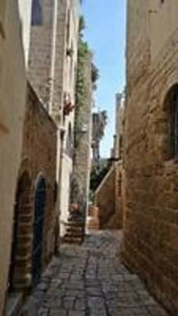Jaffa Old City : The narrow pathsways between buildings