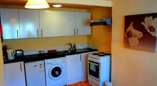 The Butchers Arms: Upstairs Apartment Kitchen