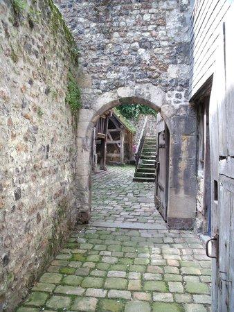 Musée du Vieux Honfleur : Cour, puit et prison