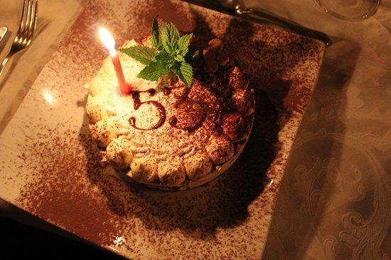 Castello di Petroia: dolce di compleanno