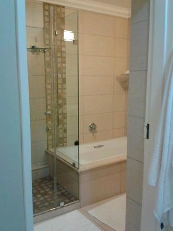 Protea Hotel Durban Umhlanga: Bathroom