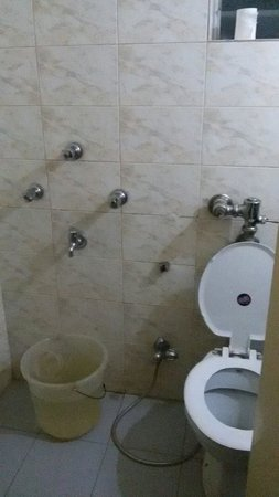 Manas Lifestyle: Stand right next to the wc for your bath