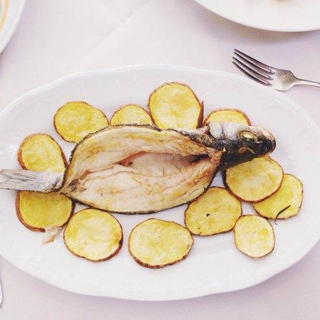 La Scala in Trastevere: dourado com batatas ao forno