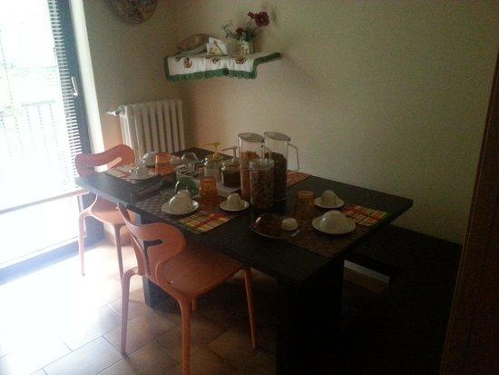 Bed and Breakfast Cosmea : Cucina/stanza colazione