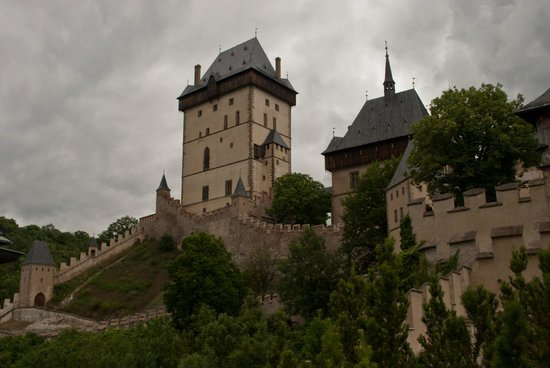 Karlstejn Castle: Очень красивое и романтичное место