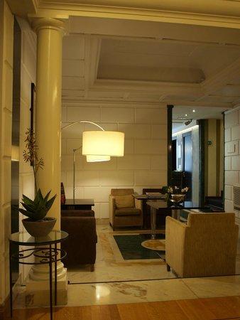 Duca D'Alba Hotel: Hotel lobby/bar area