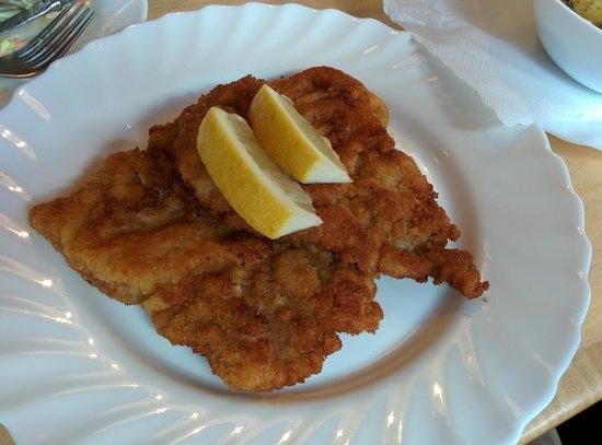 Restaurant Zauberstubn Oberammergau: Schnitzel - one portion!
