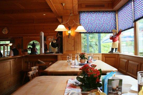 Restaurant Zauberstubn Oberammergau: Tables
