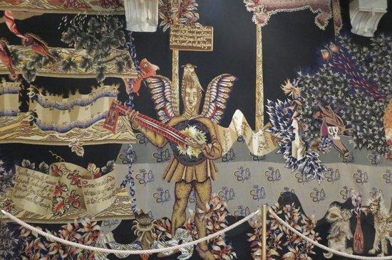 Musee du Vin de Bourgogne: Tapestry - vive le vin!