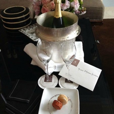 Prince de Galles Hotel : The welcome!