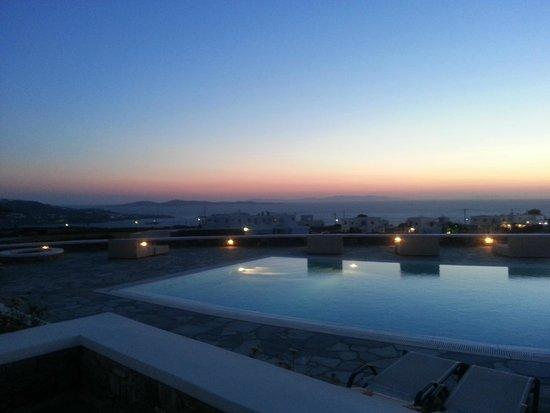 Aeolos Mykonos Hotel : tramonto