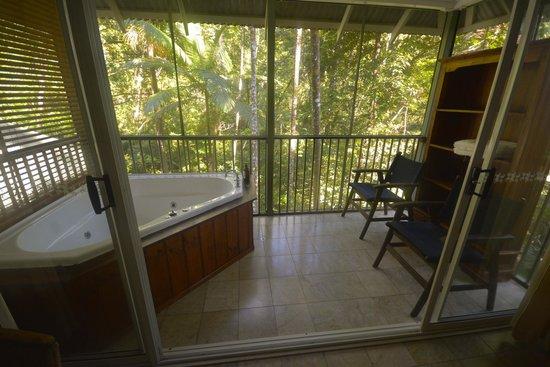 Daintree EcoLodge & Spa: spa on the balcony
