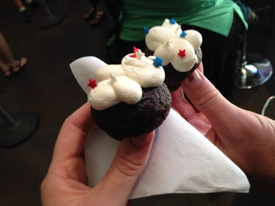 Tastebud Tours - Chicago Food Tours: Best frosting in the world