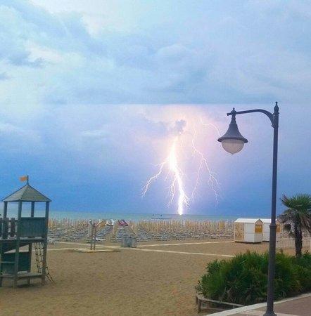 Hotel Columbus : Blitze von der terasse aus