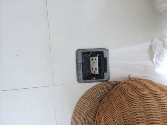 X2 Hua Hin Le Bayburi - Pranburi Villa : Outlet on the floor with rattan bin to hide it