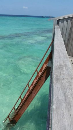 Reethi Beach Resort: Time for a swim
