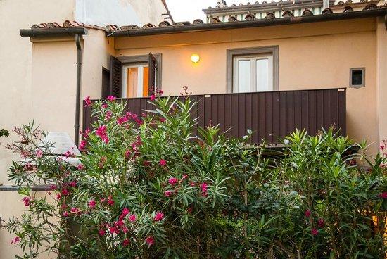 Hotel Grifone Firenze: Номер на втором этаже отдельного домика