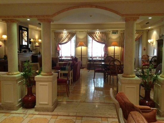 As Janelas Verdes: Breakfast Room