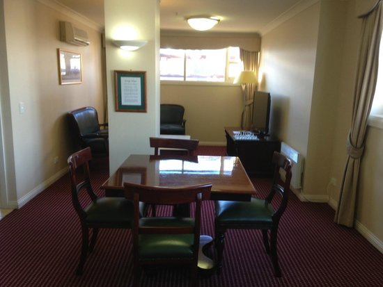 Hadley's Orient Hotel : Dining/Sitting Room (2 room suite)