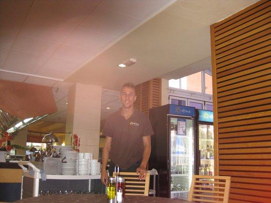 Ohtels Belvedere : Vriendelijk personeel eetzaal!!