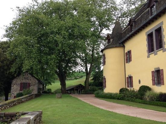Hotel du Chateau de Salles: autour du chateau