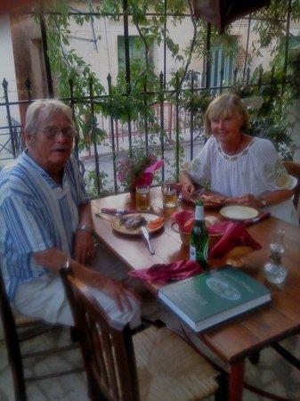 The New Mill Tavern: Nöjda matgästerna Gunilla och Stefan