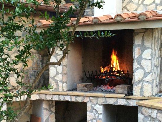 Antico Casale: Barbecue esterno