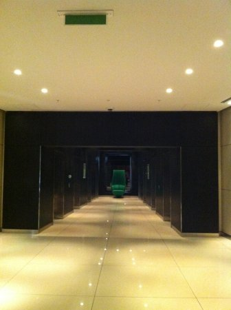 Park Plaza Westminster Bridge London: Prospettiva architettonica minimalista