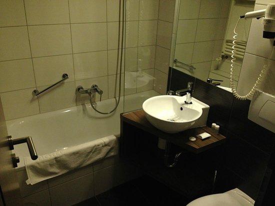 Panorama Hotel: Bathroom