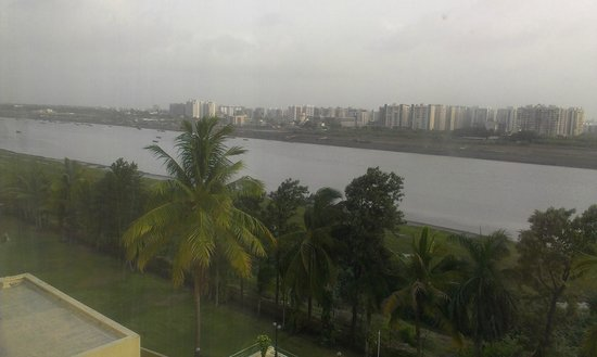 The Gateway Hotel Athwa Lines Surat: Tapi river from the room