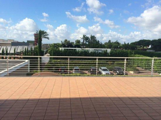 Hotel Giulia: View towards the pool area