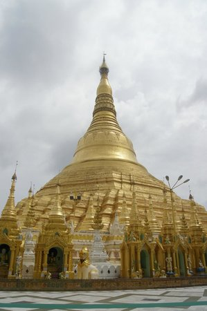 Shwedagon Pagoda: Pagoda seen from up close