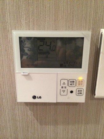 Staz Hotel Myeongdong 1 : 空調スイッチ※ハングルのみで読めません