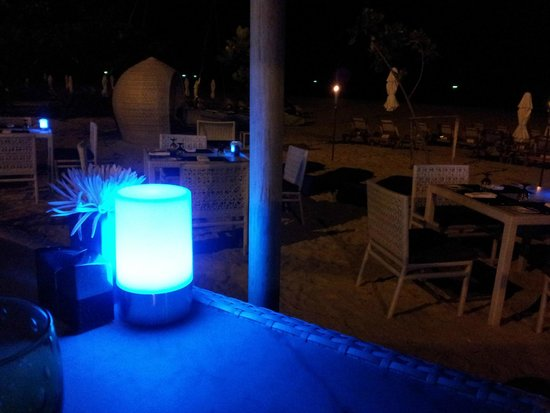 Centara Grand Beach Resort Phuket : cena in spiaggia