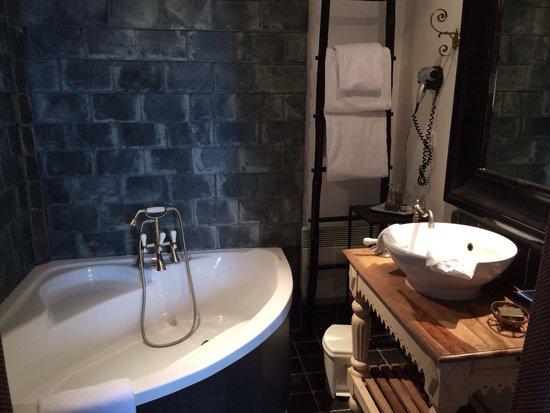 Citadelle Vauban Hotel Musée : Salle de bain quartier maître