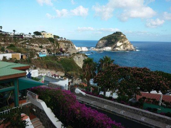 Hotel Residence Sant'Angelo: vista dalla terrazza superiore (accesso alla piscina termale)