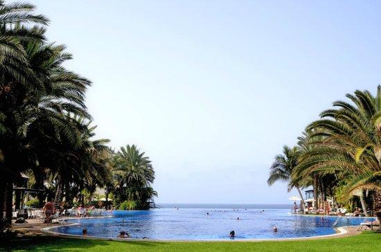 Lopesan Costa Meloneras Resort, Spa & Casino: Lámina de agua piscina central
