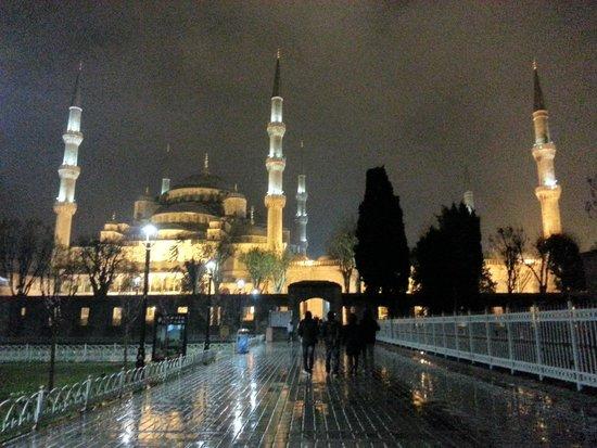 Mosquée Bleue (Sultan Ahmet Camii) : Sur la place entre les deux mosquées
