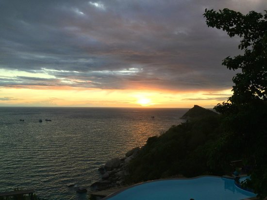 Aminjirah Resort : Sunset view from room balcony