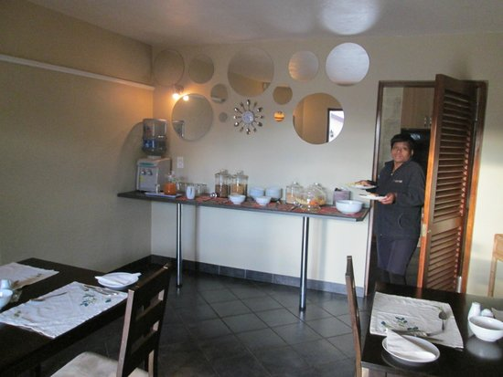 O'Hannas BnB & Self Catering: Part of the dining room