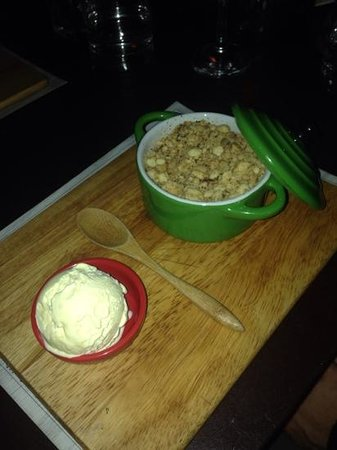 Wooden Board Kitchen: apple crumble
