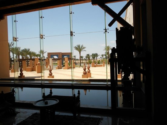 Siva Port Ghalib : view from out of the lobby on the dessert
