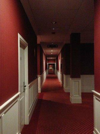 Hotel Seminario Bilbao: Pasillo del hotel