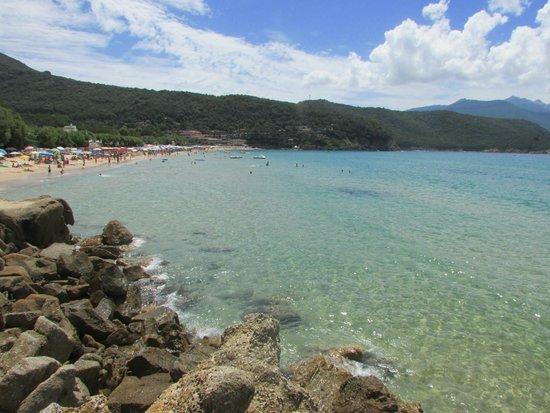 Spiaggia della Biodola : vista dagli scogli