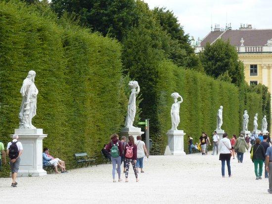 Schloss Schönbrunn: Entrance to labyrinth