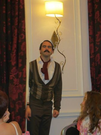 Faulty Towers the Dining Experience: fun