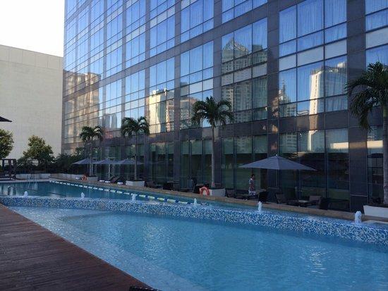 Fairmont Makati: Pool